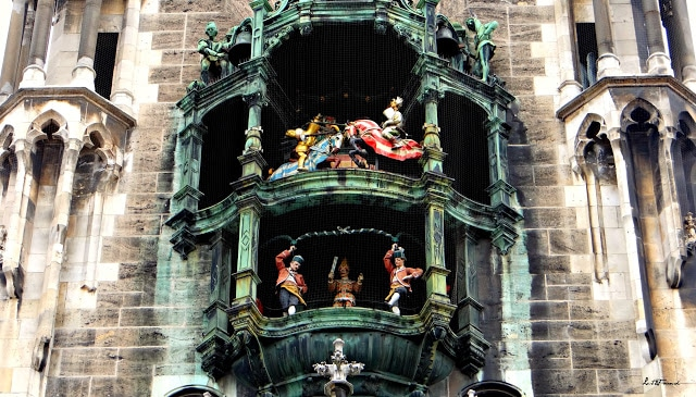 A church with a clock on the side of Rathaus-Glockenspiel