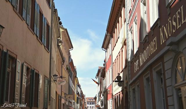 A narrow city street