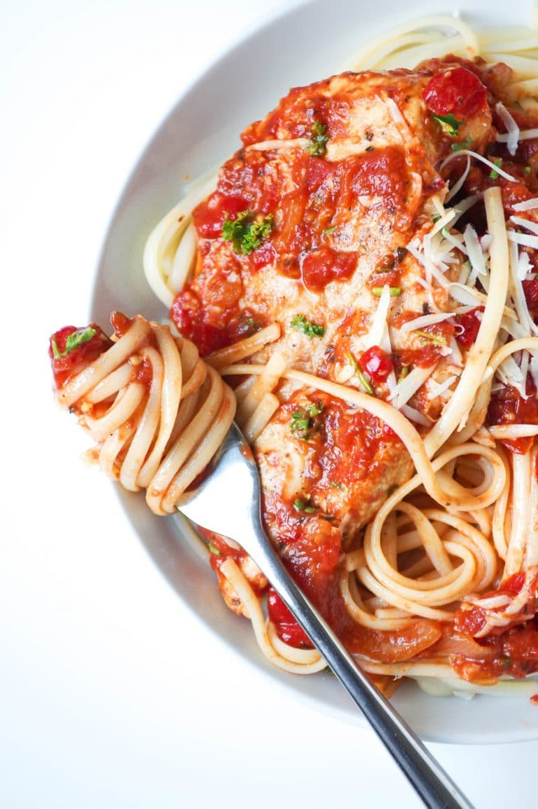 Ready in less than an hour, this delicious and healthy Roasted Red Pepper Tomato Pasta with Chicken is light, homemade, and loved by all ages.
